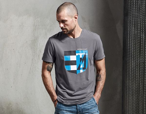 Hauts: e.s. T-shirt Masters of Craft + étain